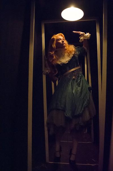 Alice (Abby Wain) negotiates a crooked corridor © Jane Hobson