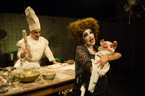 The Cook (Dan Wheeler), the Duchess (Lauryn Redding) and the Pig Baby © Jane Hobson