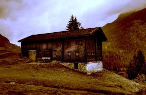 Mountain hut in Tyrol, Austria (colour adjusted). Pfarrer Otto/Wikimedia Commons