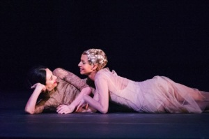 Alessandra Ferri and Francesca Hayward in <i>Woolf Works</i> © Tristram Kenton/Royal Opera House