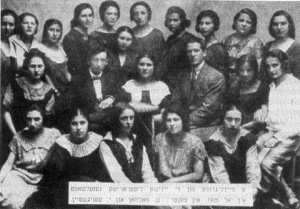 A group of girls of the Piotrkow Jewish Literary Society in 1925 with their mentors S. Folman and I. Kenigstein. JewishGen.org